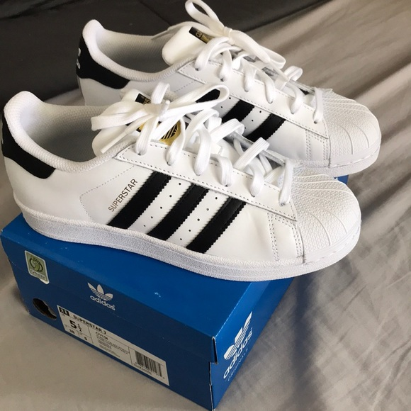 online store 6dc38 a14ae Adidas Superstar (Youth Size) NWT